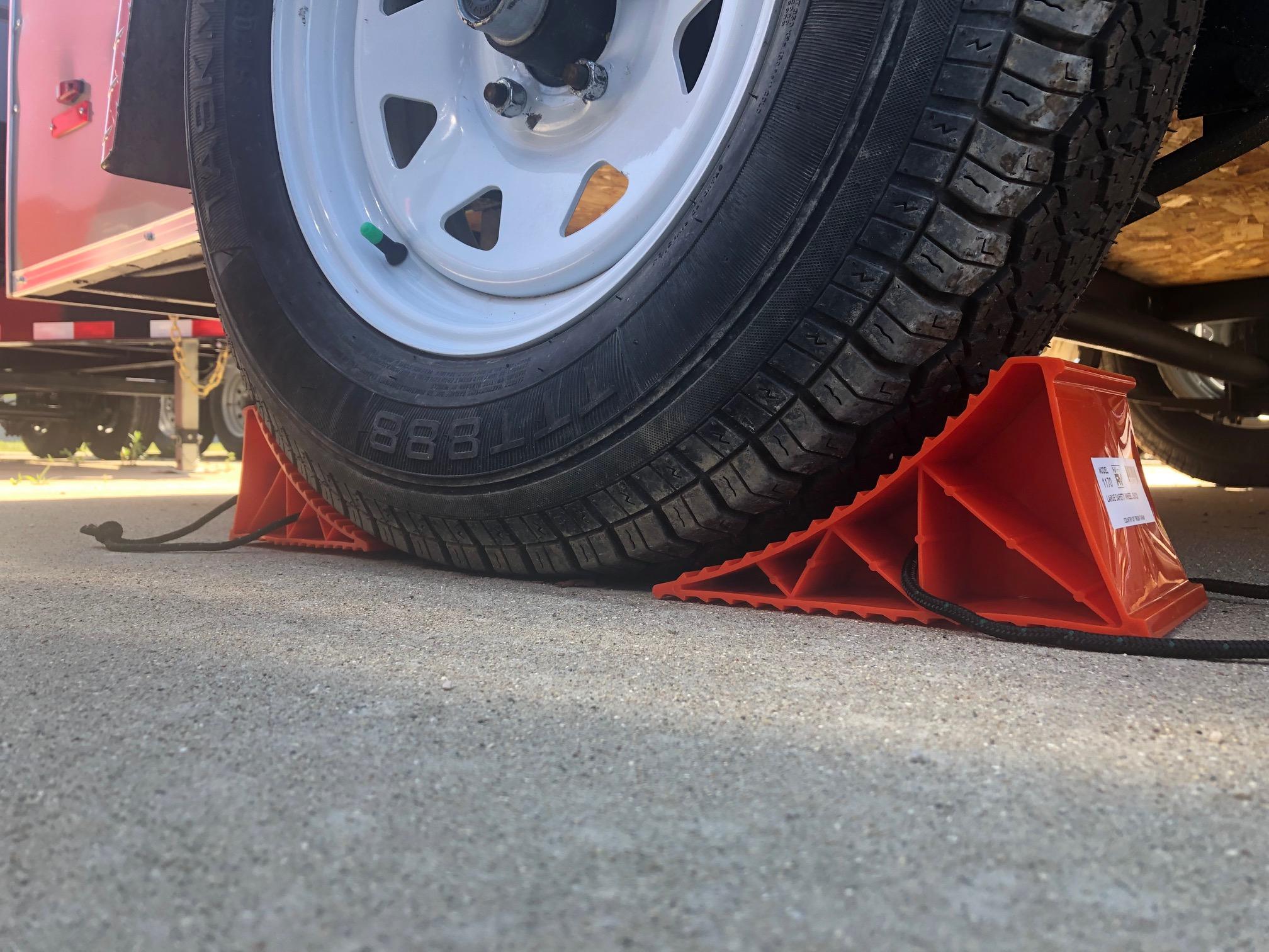 Camper Wheel Chocks >> Orange Pop Up Camper Wheel Chock With Rope 2 Pack
